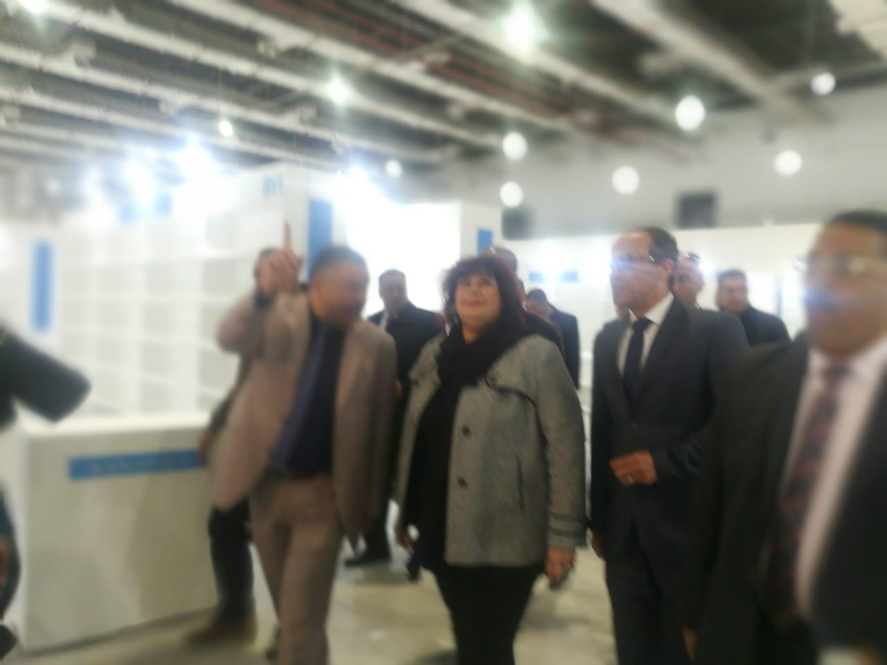 وزيرة الثقافة تتفقد تجهيزات معرض القاهرة للكتاب