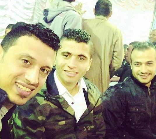 محمد محمود مع اصدقاؤه