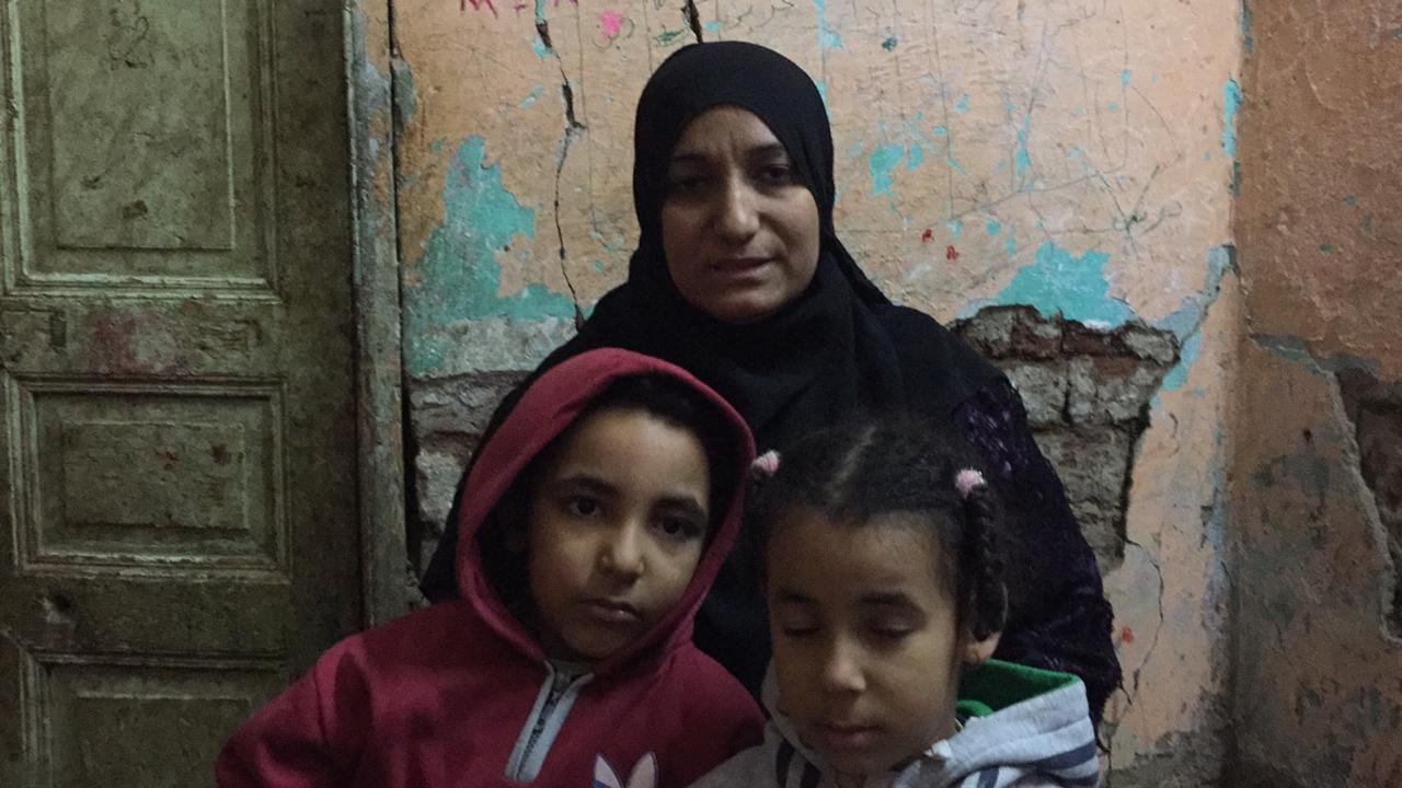 أرملة بسوهاج تعول طفلين ومديونة بسبب العلاج  (3)