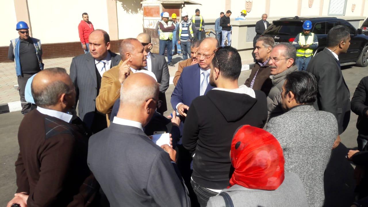 محافظ القاهرة يتفقد عددا من محطات المترو (2)