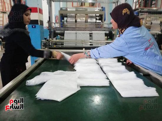 العاملات-بالمصنع-(3)