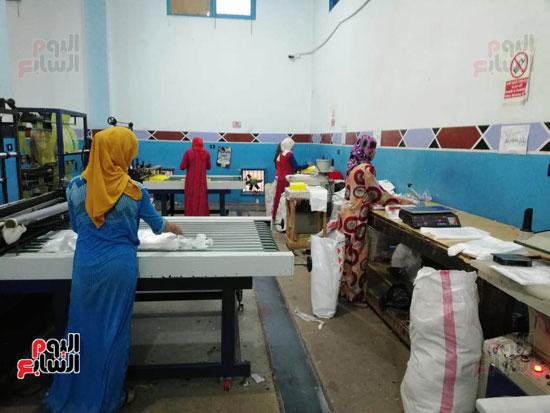 العاملات-بالمصنع-(5)