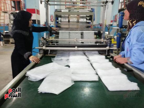 العاملات-بالمصنع-(1)