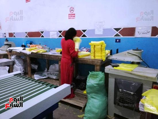 العاملات-بالمصنع-(10)