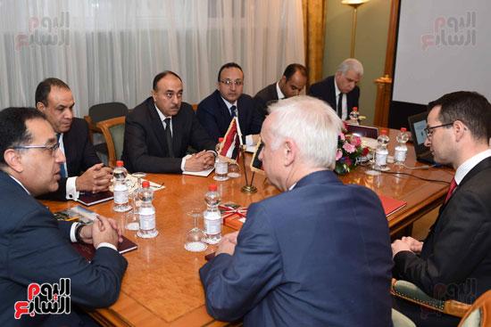 رئيس الوزراء اجتماع مع شركات تدوير القامة الألمانيا (3)
