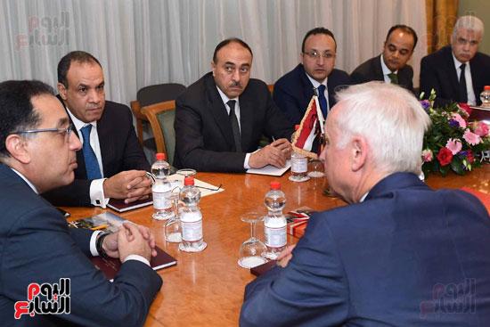 رئيس الوزراء اجتماع مع شركات تدوير القامة الألمانيا (4)