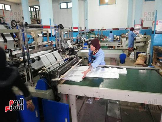 العاملات-بالمصنع-(2)