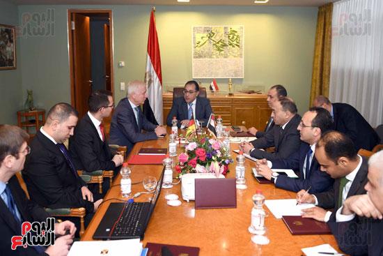 رئيس الوزراء اجتماع مع شركات تدوير القامة الألمانيا (1)