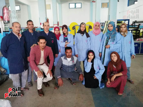 محر-اليوم-السابع-مع-عمال-المصنع