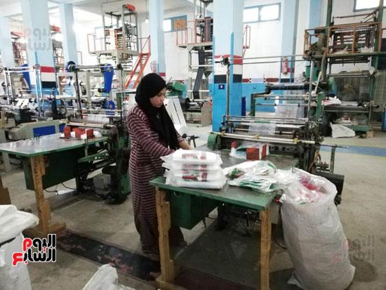 العاملات-بالمصنع-(7)