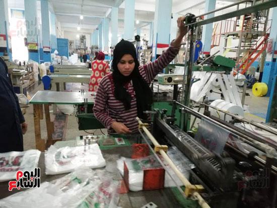 العاملات-بالمصنع-(4)