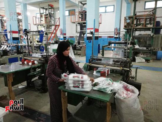 العاملات-بالمصنع-(8)