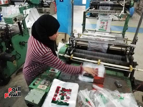 العاملات-بالمصنع-(6)