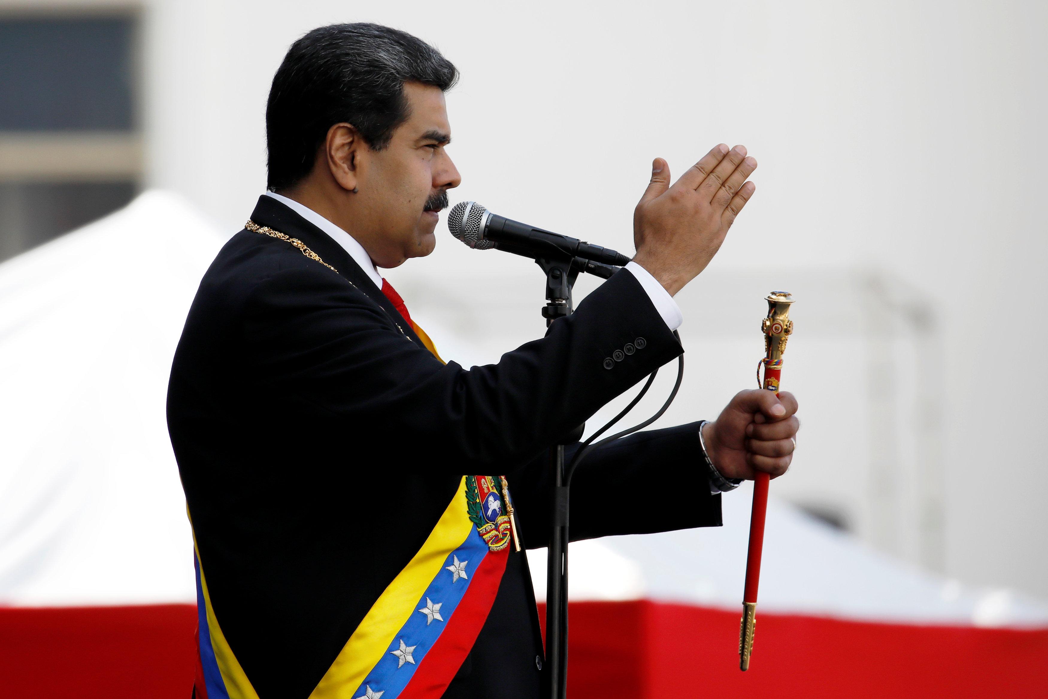 2019-01-10T221304Z_301480706_RC16232F13B0_RTRMADP_3_VENEZUELA-POLITICS