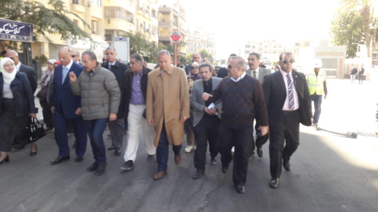 محافظ القاهرة يتفقد عددا من محطات المترو (4)