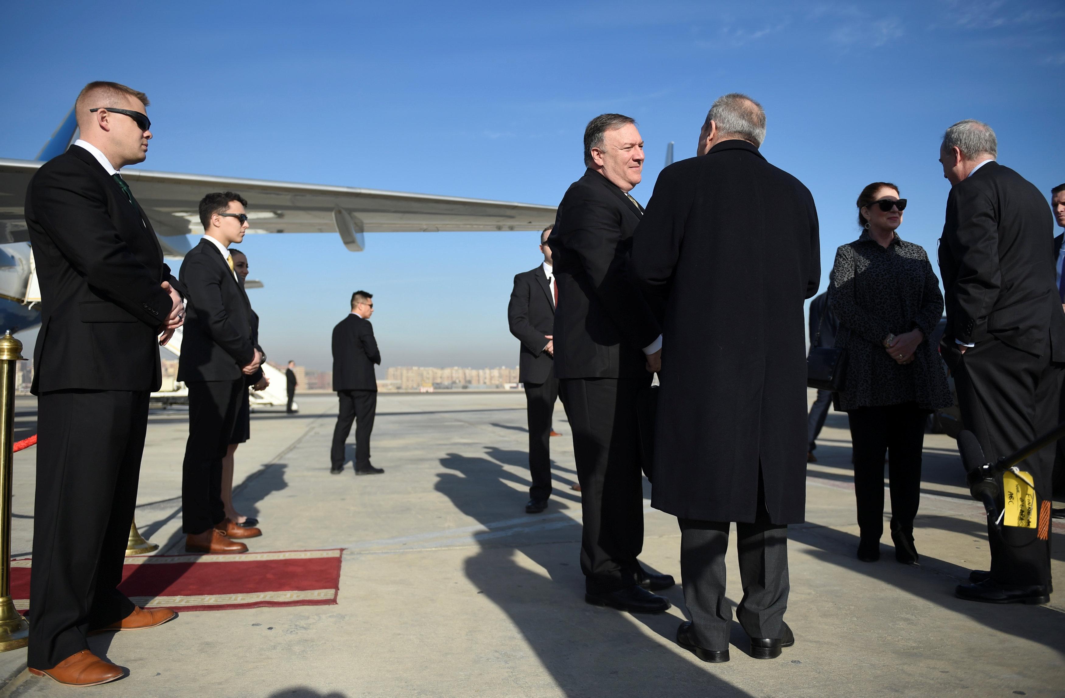 مايك بومبيو يغادر مصر بعد زيارة استمرت يومين (4)