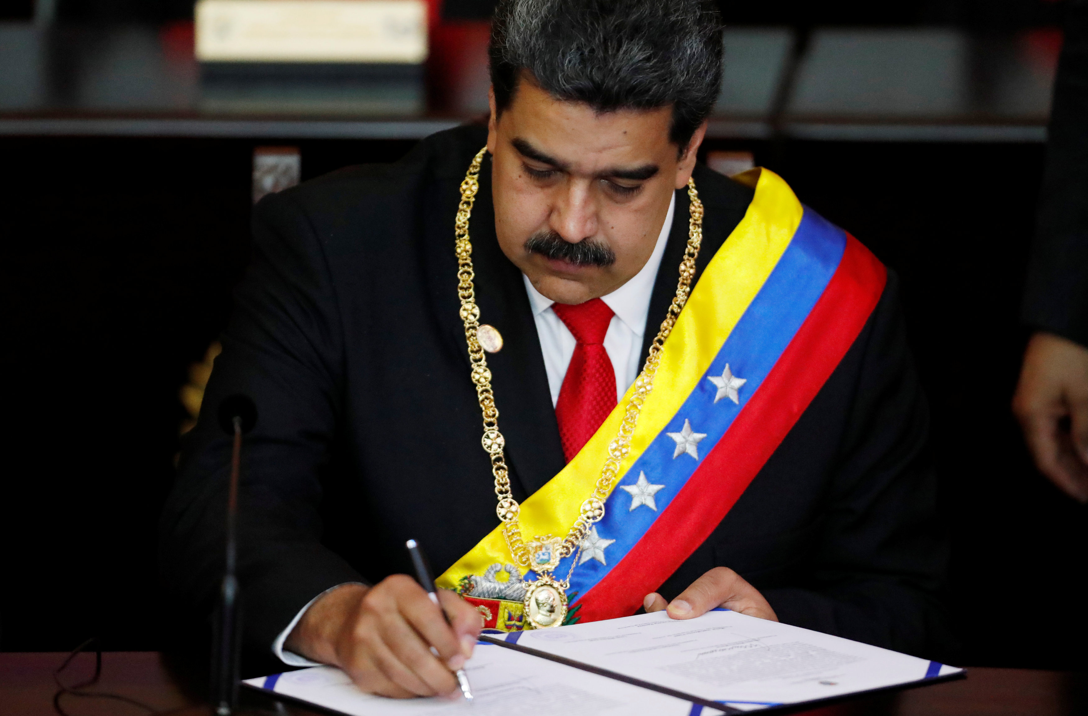 2019-01-10T180745Z_239581857_RC1C94360290_RTRMADP_3_VENEZUELA-POLITICS