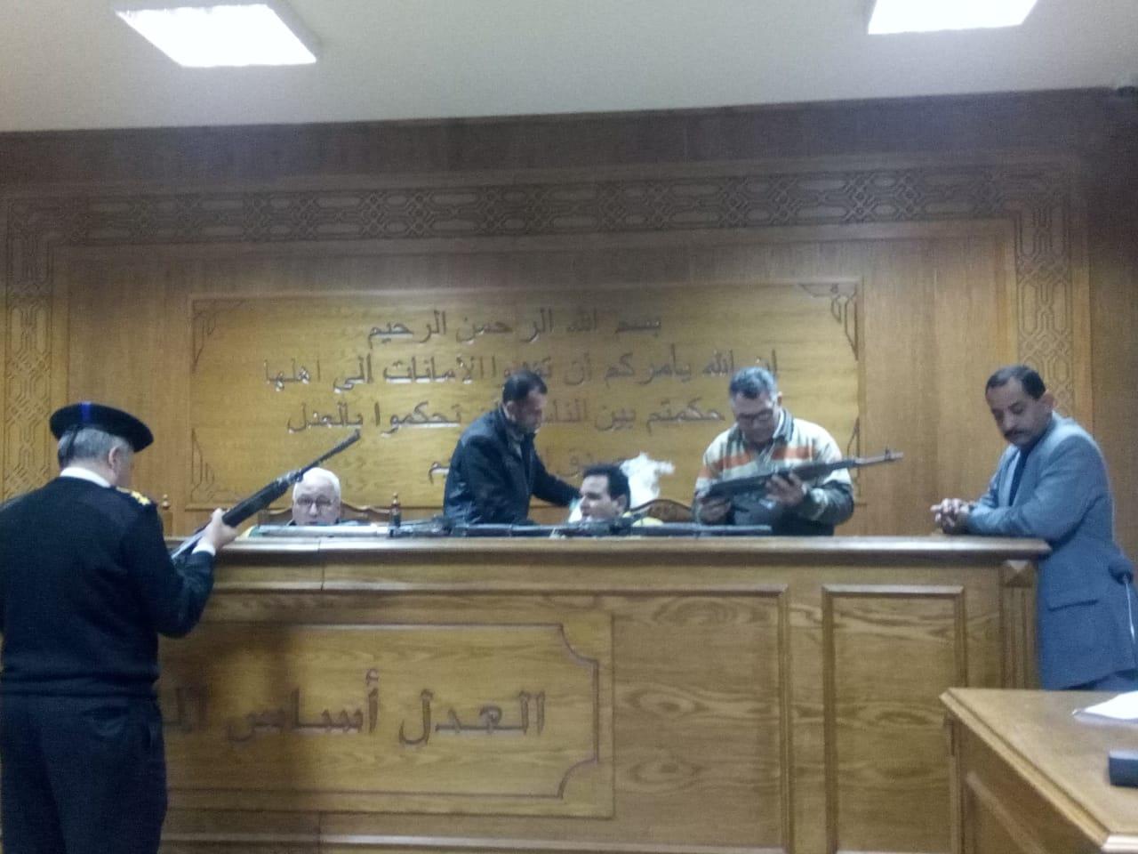 هيئة المحكمة برئاسة المستشار محمد سعيد الشربينى تفض احراز العائدون من ليبيا (4)