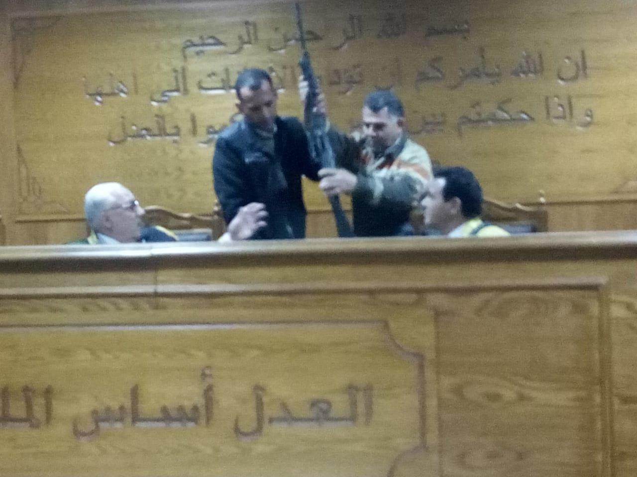 هيئة المحكمة برئاسة المستشار محمد سعيد الشربينى تفض احراز العائدون من ليبيا (6)