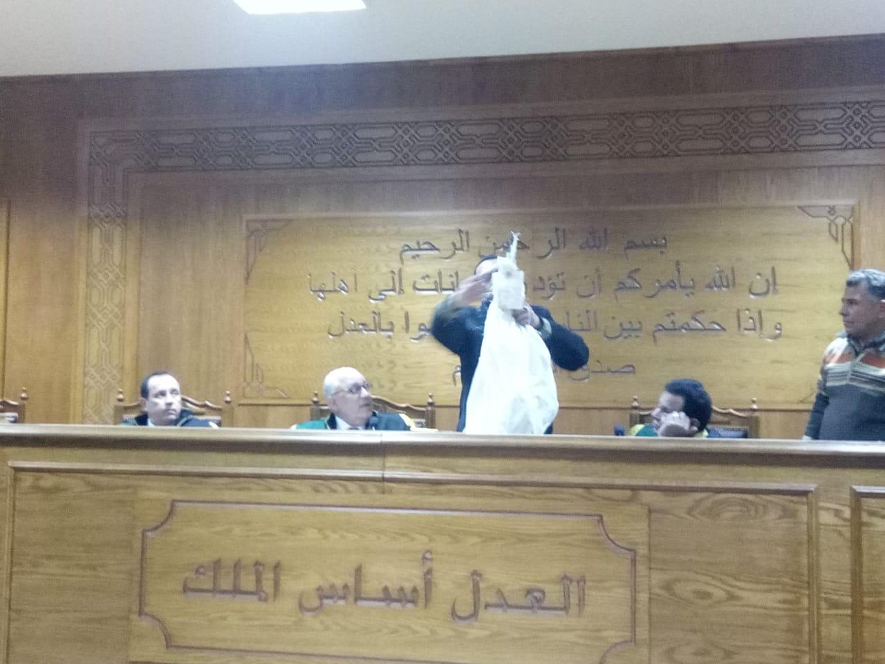 هيئة المحكمة برئاسة المستشار محمد سعيد الشربينى تفض احراز العائدون من ليبيا (9)