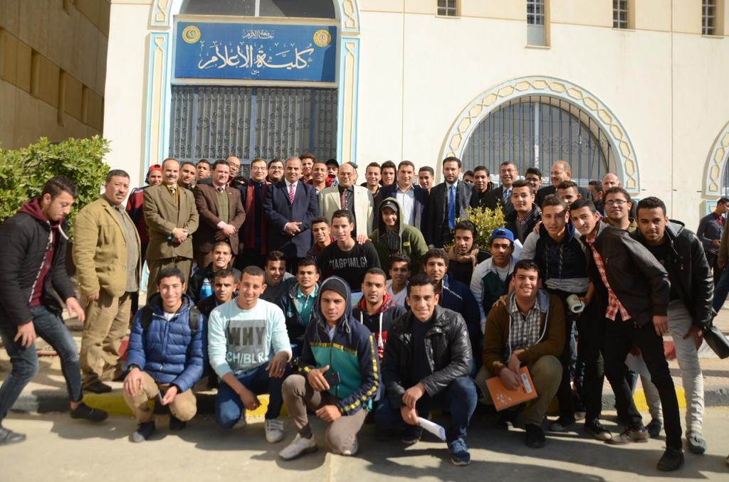د. محمد المحرصاوى رئيس جامعة الأزهر أثناء جولته الميدانية  (3)