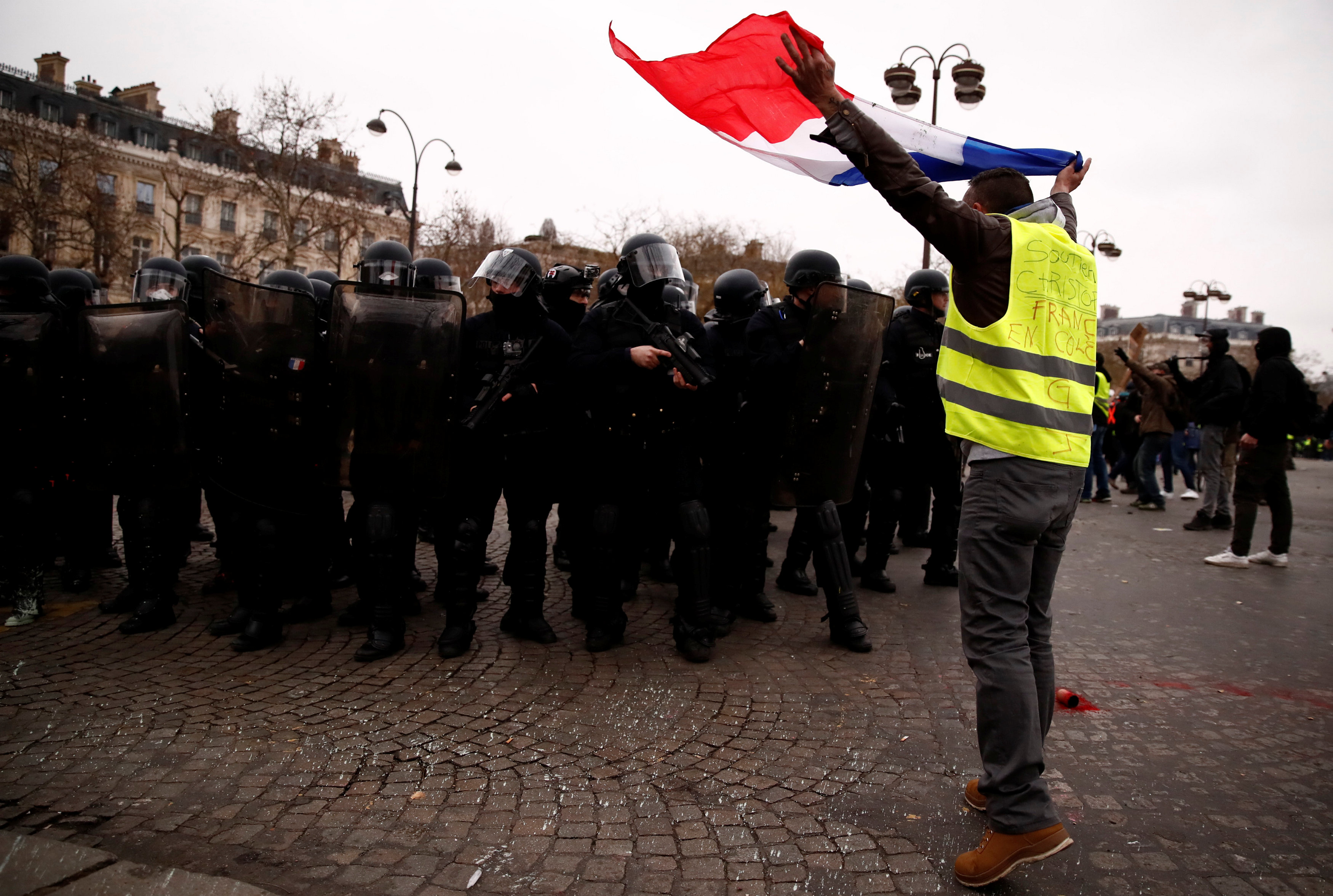 2019-01-12T143327Z_390381077_RC19436F3980_RTRMADP_3_FRANCE-PROTESTS