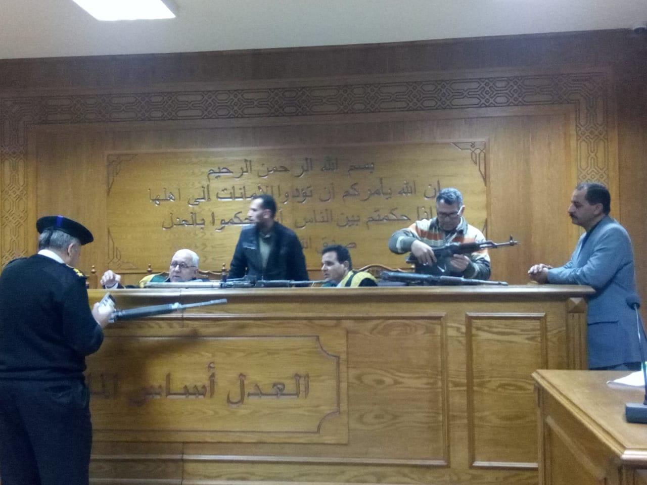 هيئة المحكمة برئاسة المستشار محمد سعيد الشربينى تفض احراز العائدون من ليبيا (2)