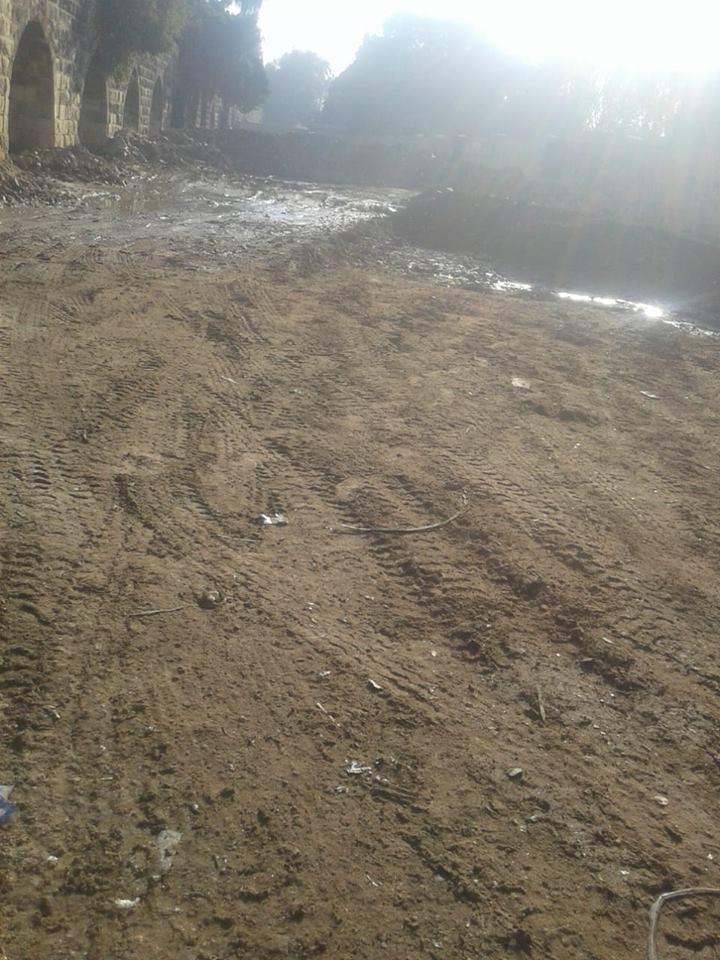 رفع المخلفات بمحيط سور مجري العيون بالقاهرة (1)