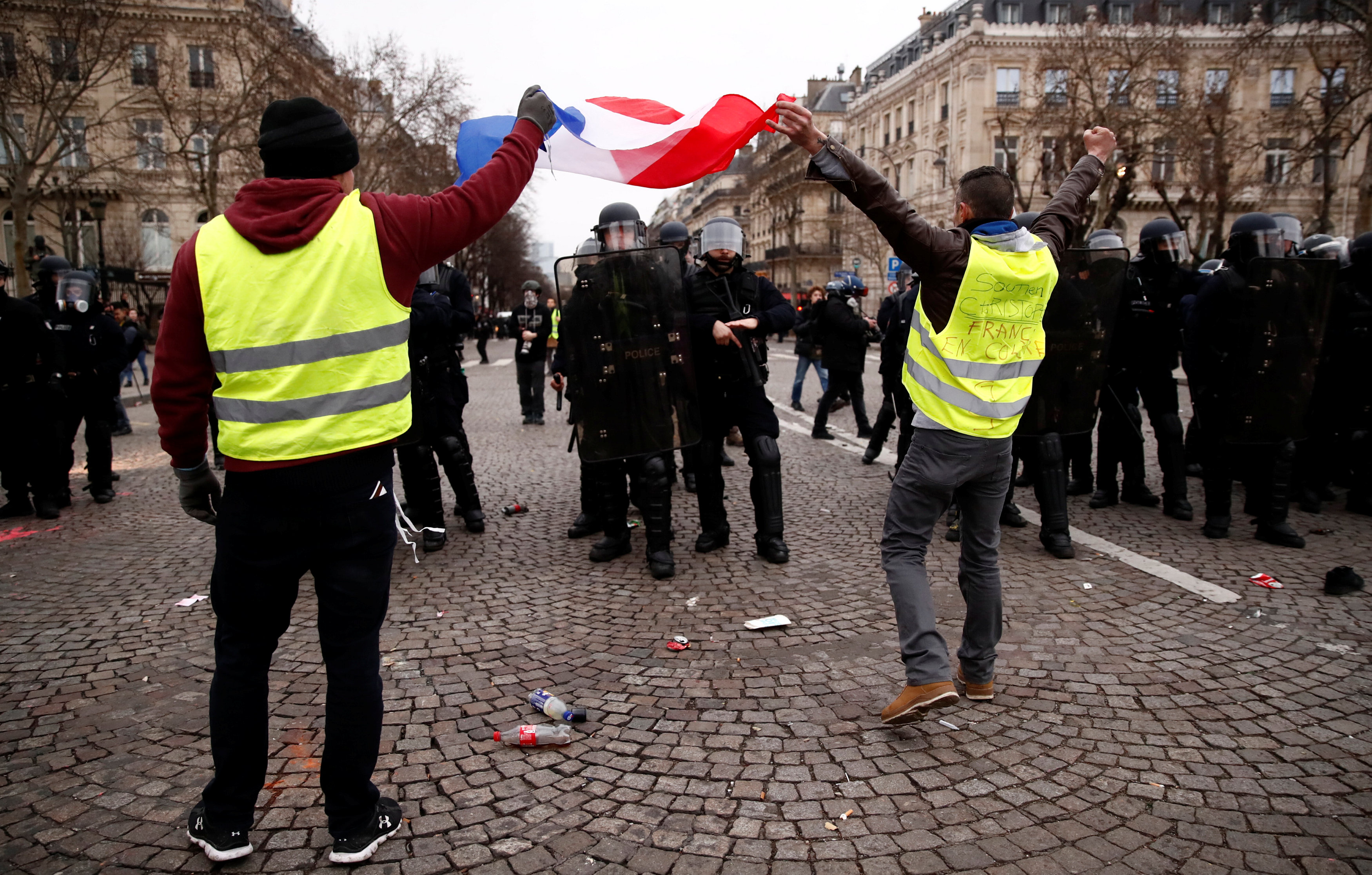 2019-01-12T143405Z_1178602420_RC121FC00D20_RTRMADP_3_FRANCE-PROTESTS