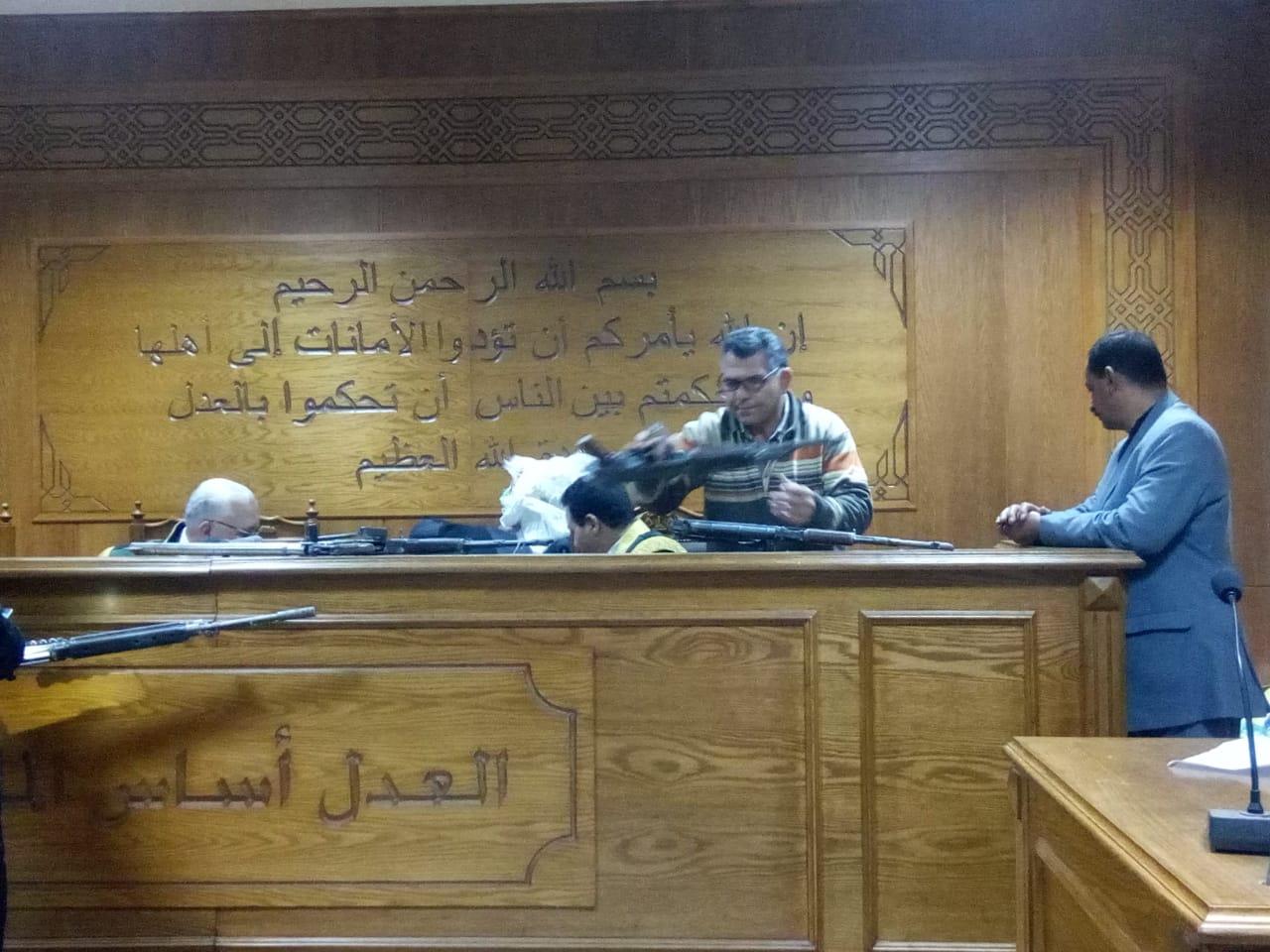 هيئة المحكمة برئاسة المستشار محمد سعيد الشربينى تفض احراز العائدون من ليبيا (3)