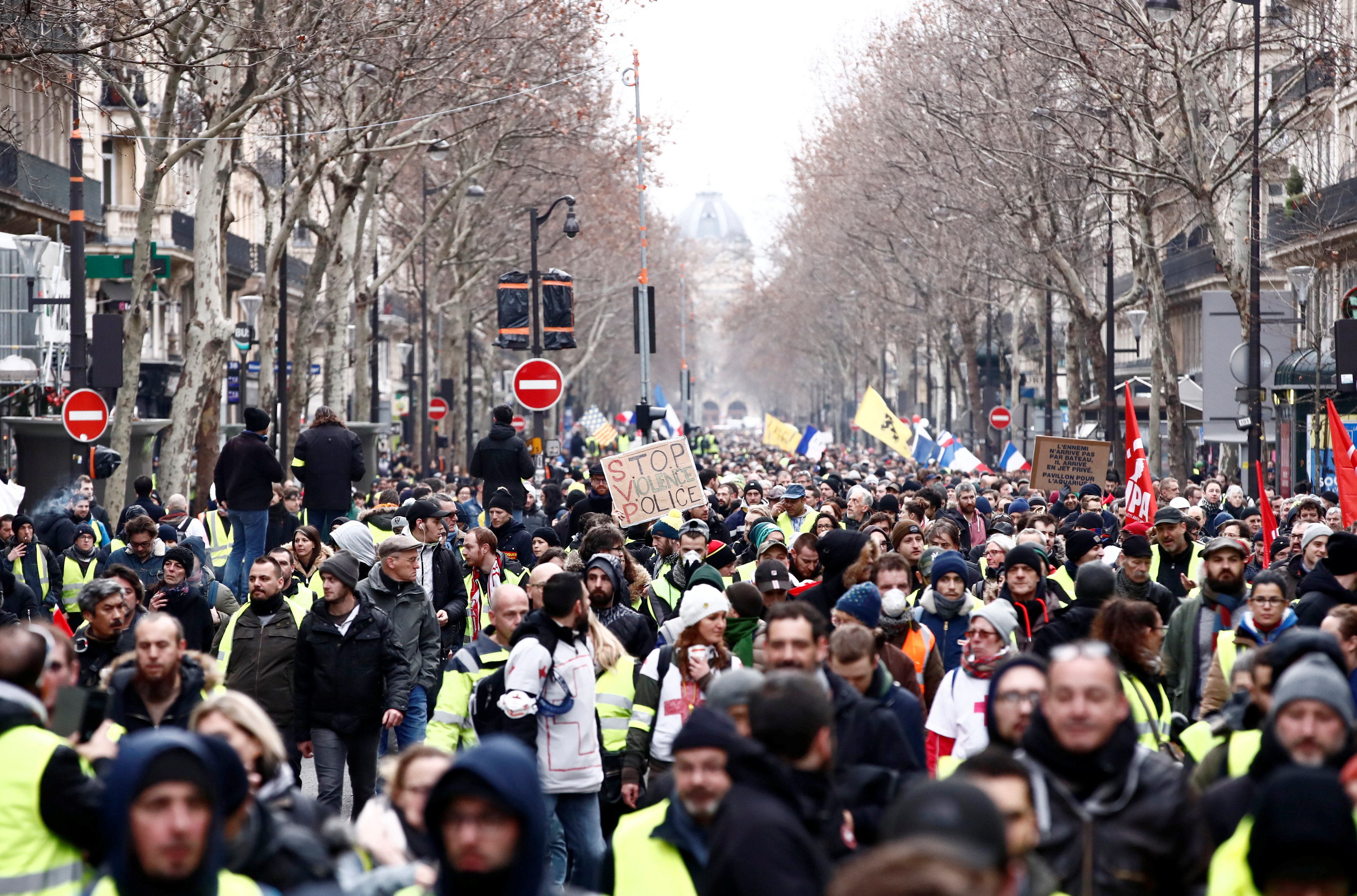 2019-01-12T120903Z_882914611_RC1733DAC6C0_RTRMADP_3_FRANCE-PROTESTS