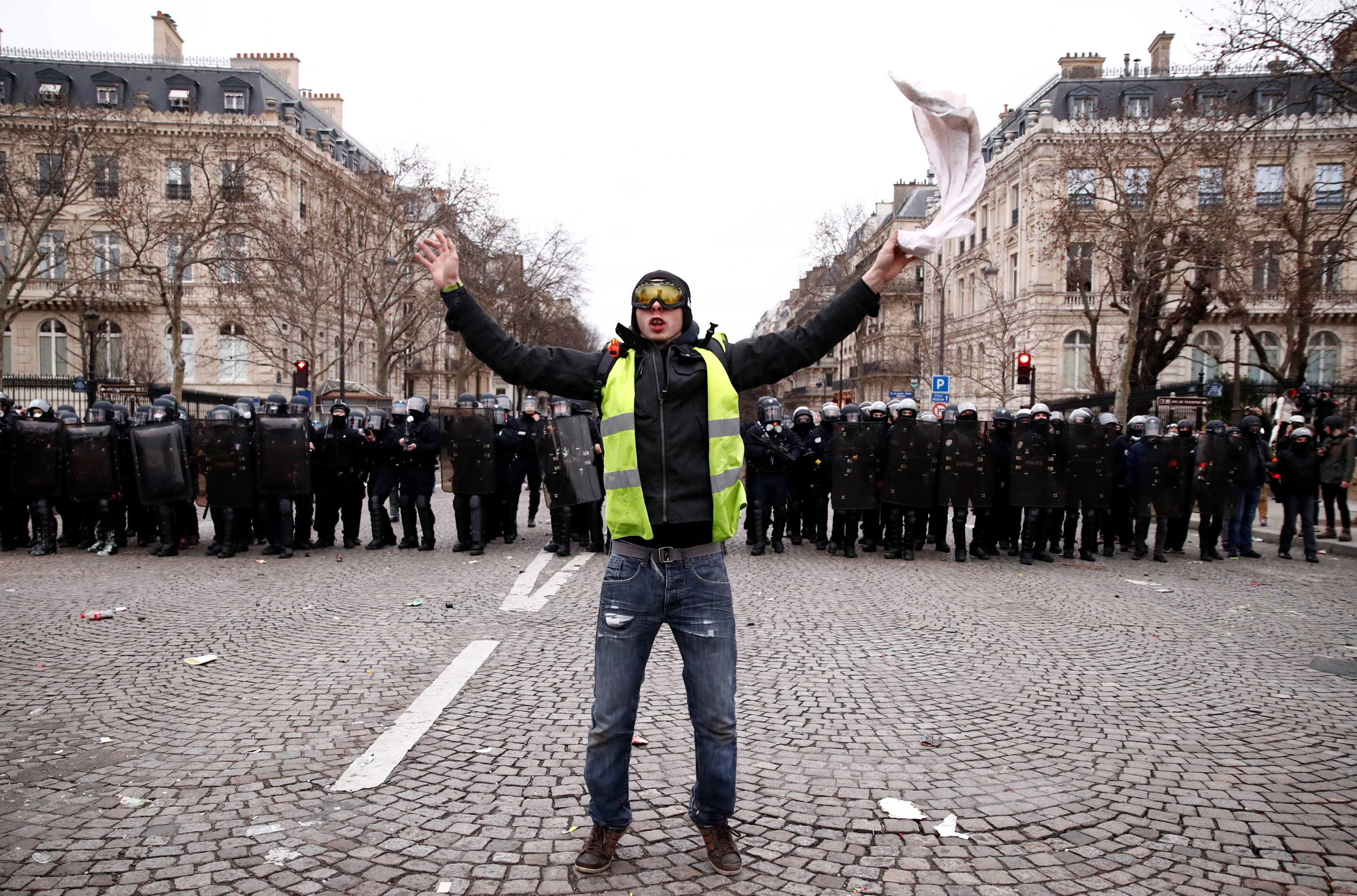 2019-01-12T143318Z_1752817909_RC1E8472EFC0_RTRMADP_3_FRANCE-PROTESTS