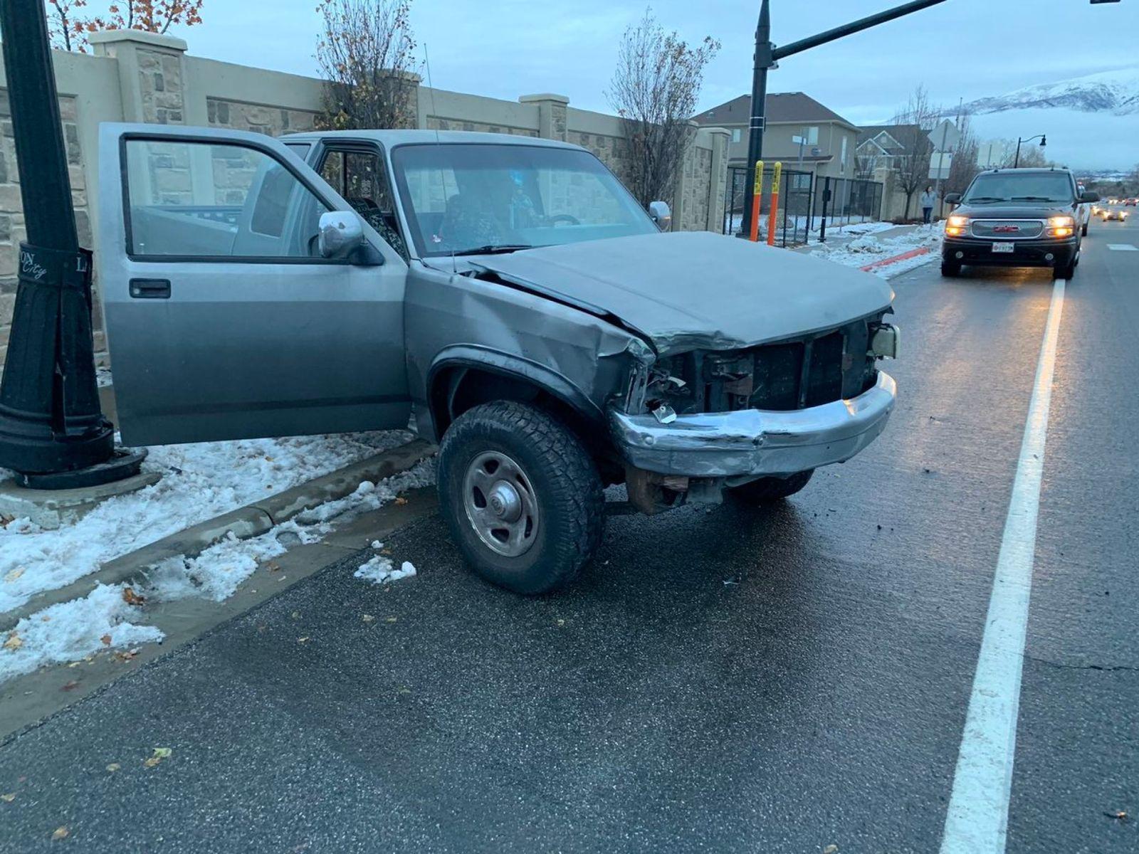 السيارة التى اصطدم فيها الشاب