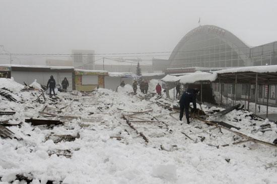 الجليد يشل الحياة فى عواصم أوروبية وأمريكية  (9)