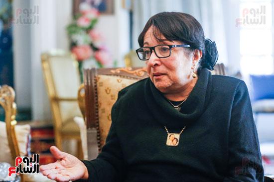 حوار  سميرة عبدالعزيز  (2)
