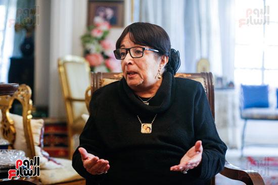 حوار  سميرة عبدالعزيز  (1)
