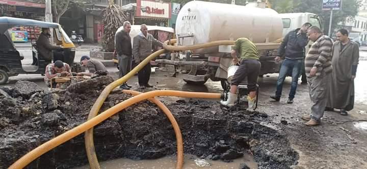 إصلاح خط مياه بإمبابة (2)
