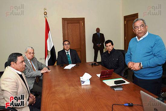 الدكتور مصطفى مدبولى رئيس الوزراء والدكتور أشرف صبحي وزير الشباب (1)