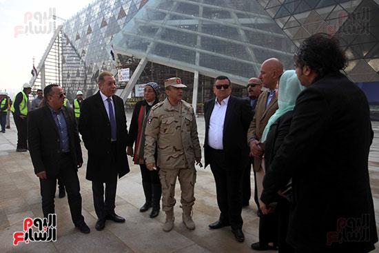 جولة لجنة الثقافة والإعلام والآثار بالبرلمان للمتحف المصري الكبير (10)