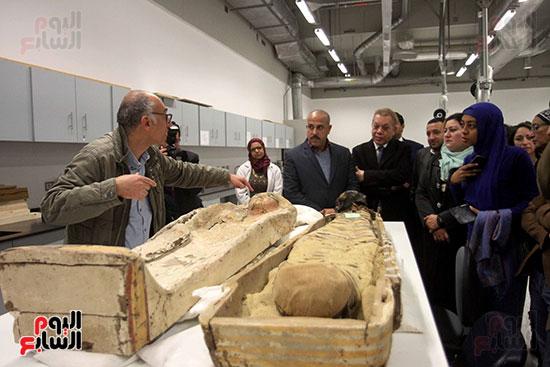 جولة لجنة الثقافة والإعلام والآثار بالبرلمان للمتحف المصري الكبير (44)