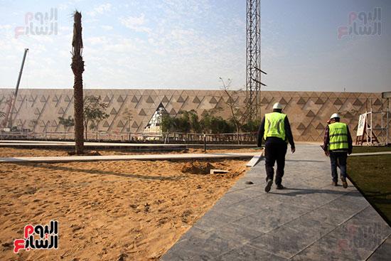 جولة لجنة الثقافة والإعلام والآثار بالبرلمان للمتحف المصري الكبير (1)