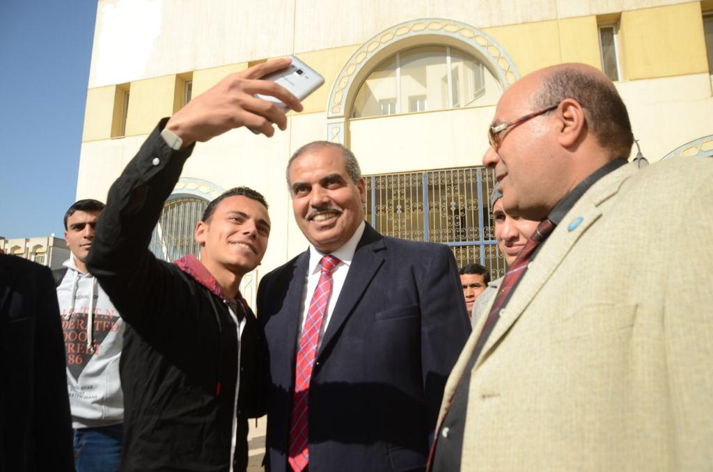 د. محمد المحرصاوى رئيس جامعة الأزهر أثناء جولته الميدانية  (5)