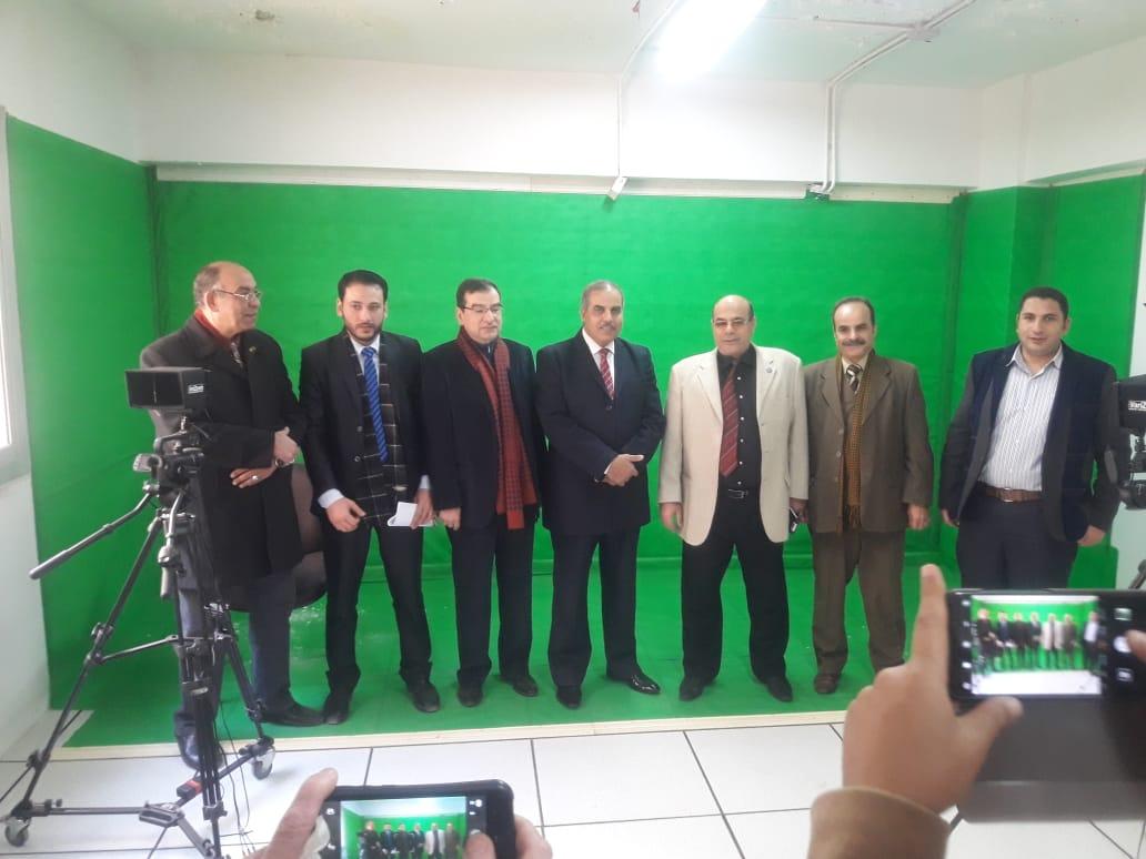 د. محمد المحرصاوى رئيس جامعة الأزهر أثناء جولته الميدانية  (1)