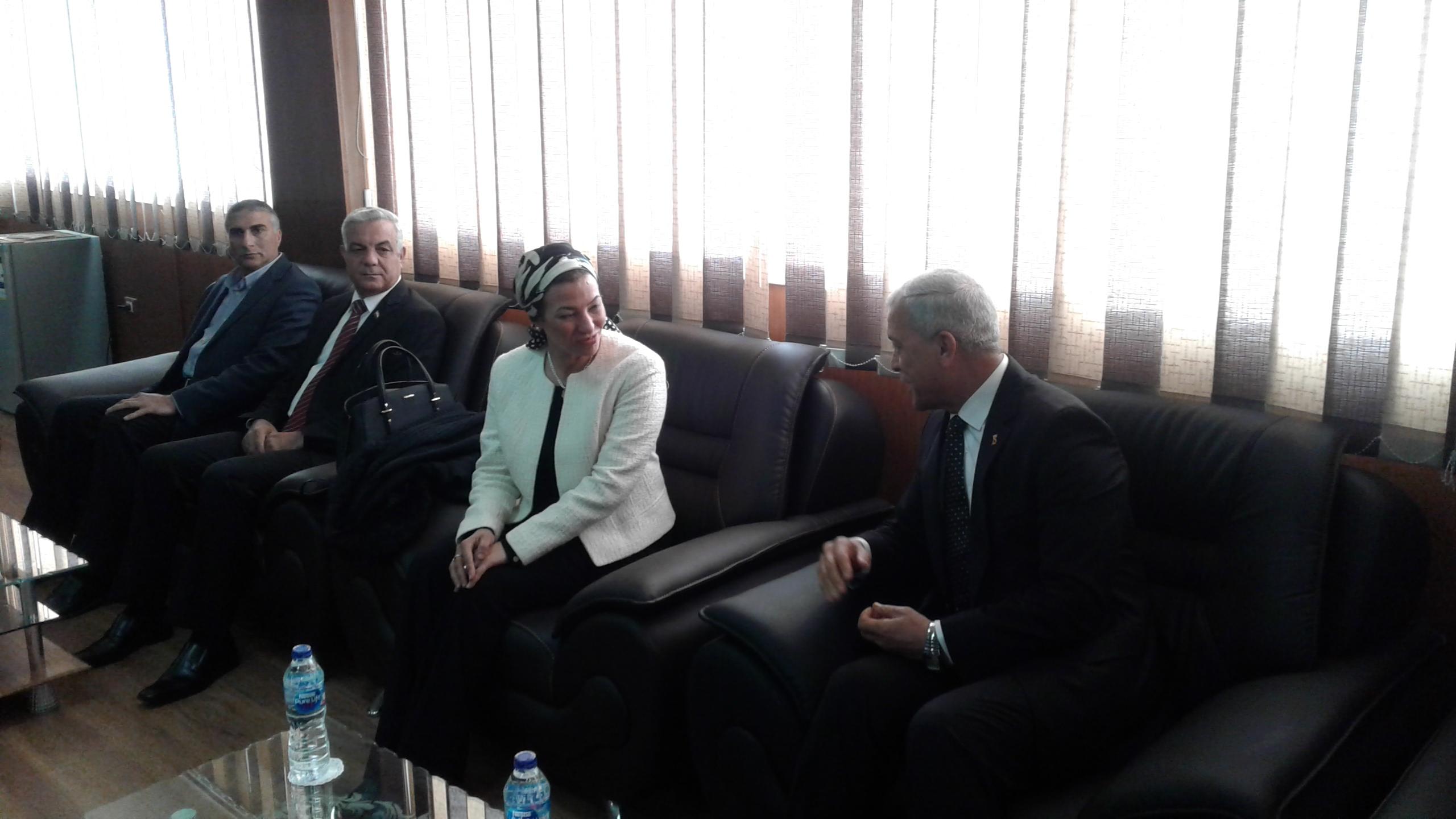 محافظ المنوفية يستقبل وزيره البيئة بمكتبة (1)