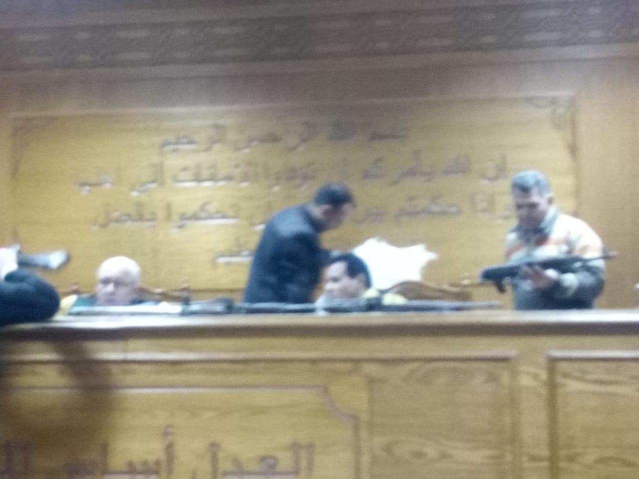 هيئة المحكمة برئاسة المستشار محمد سعيد الشربينى تفض احراز العائدون من ليبيا (5)