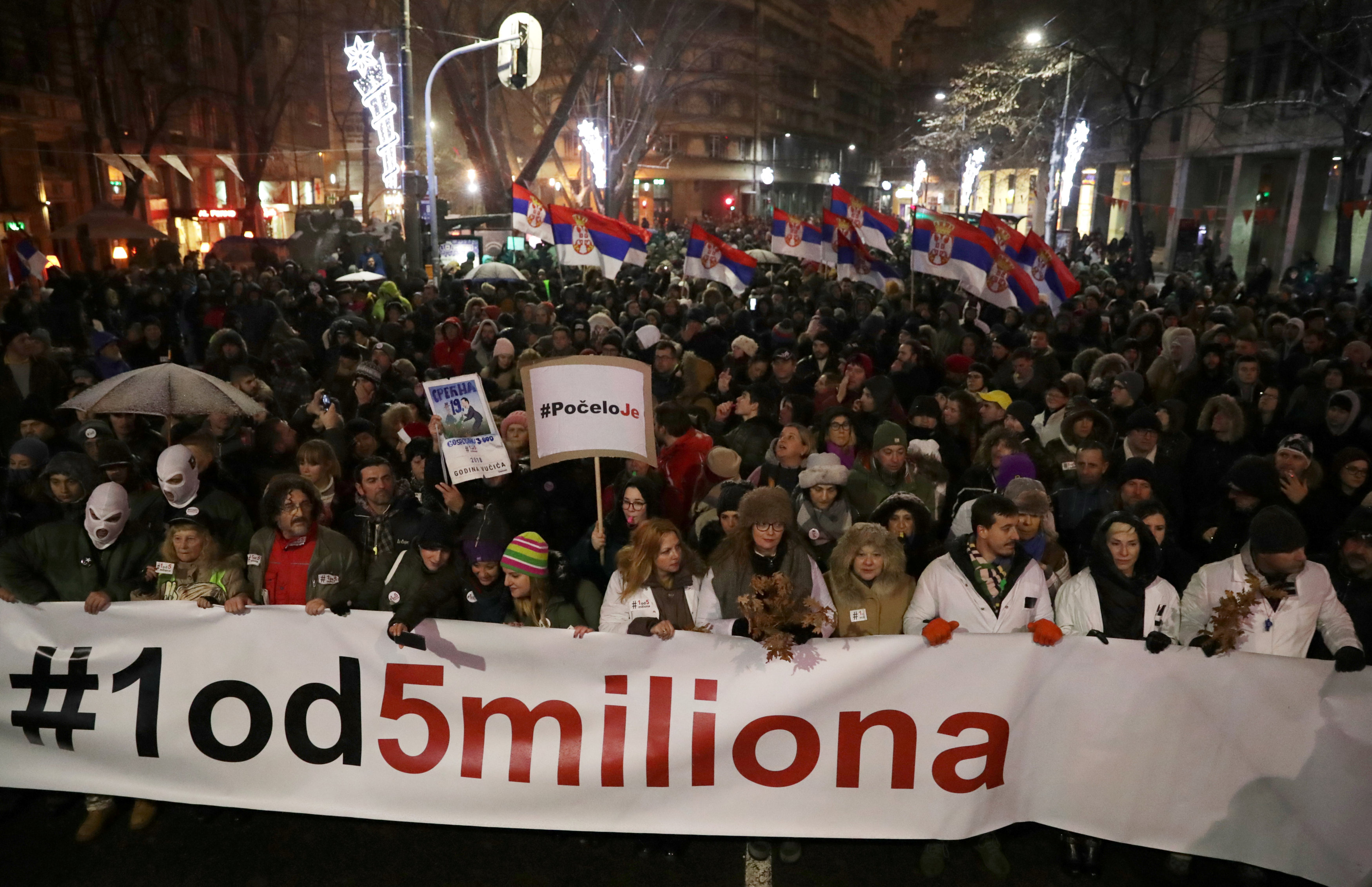 الاحتجاجات الحاشدة ضد الرئيس الصربى فى شوارع بلجراد (9)