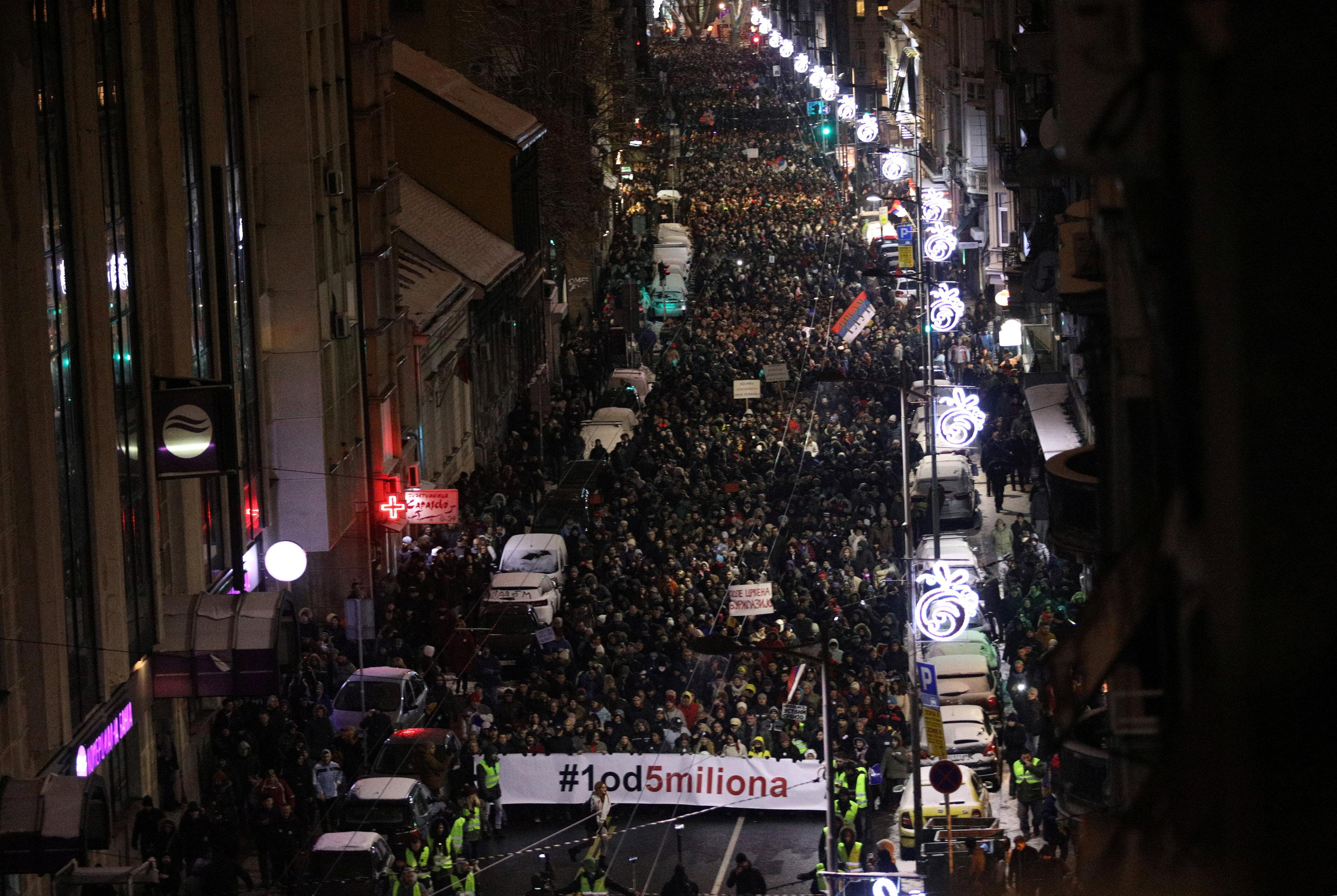 الاحتجاجات الحاشدة ضد الرئيس الصربى فى شوارع بلجراد (6)