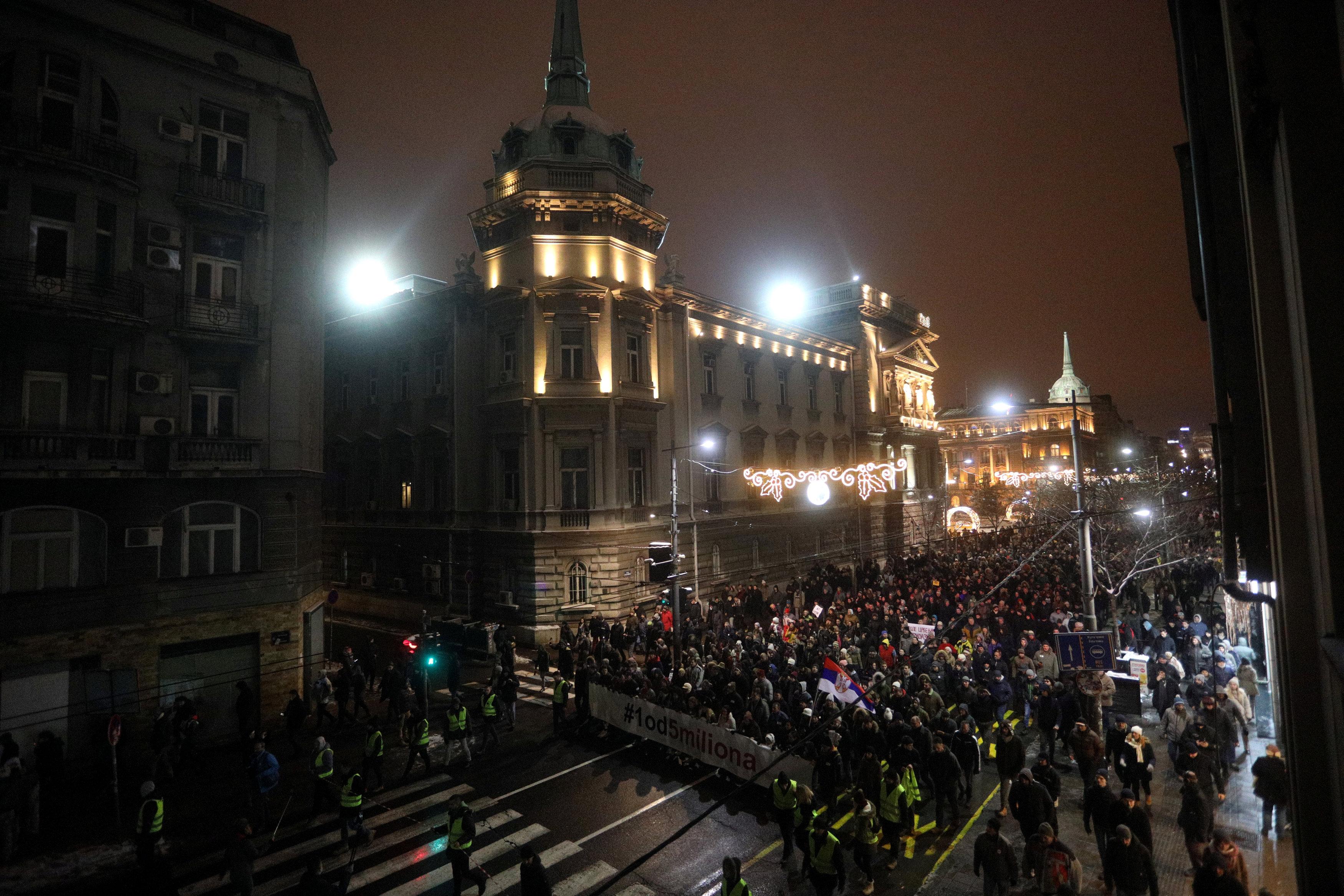 الاحتجاجات الحاشدة ضد الرئيس الصربى فى شوارع بلجراد (7)