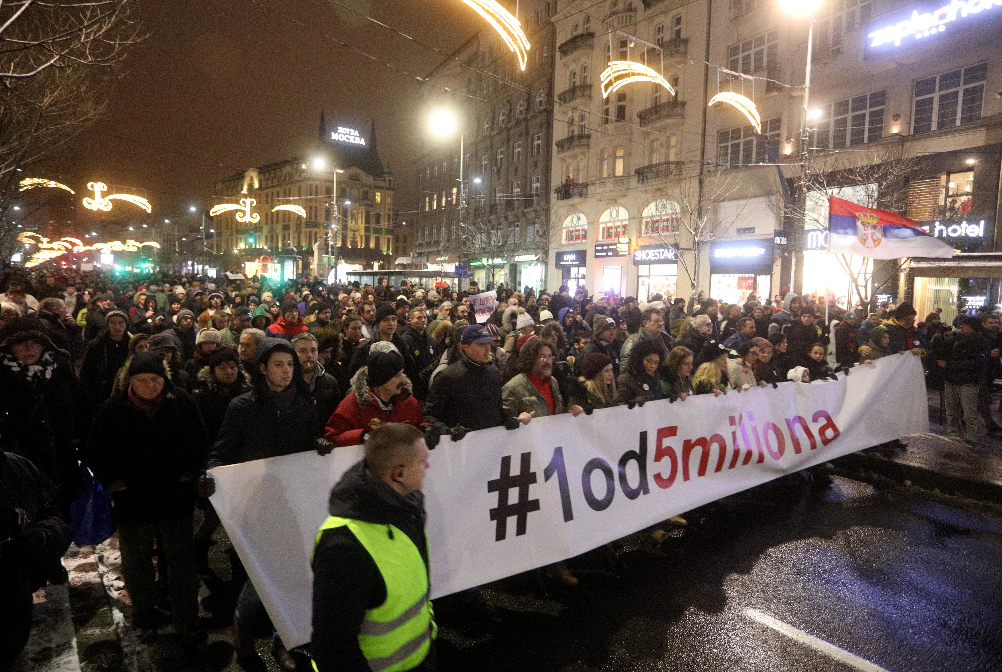 الاحتجاجات الحاشدة ضد الرئيس الصربى فى شوارع بلجراد (8)