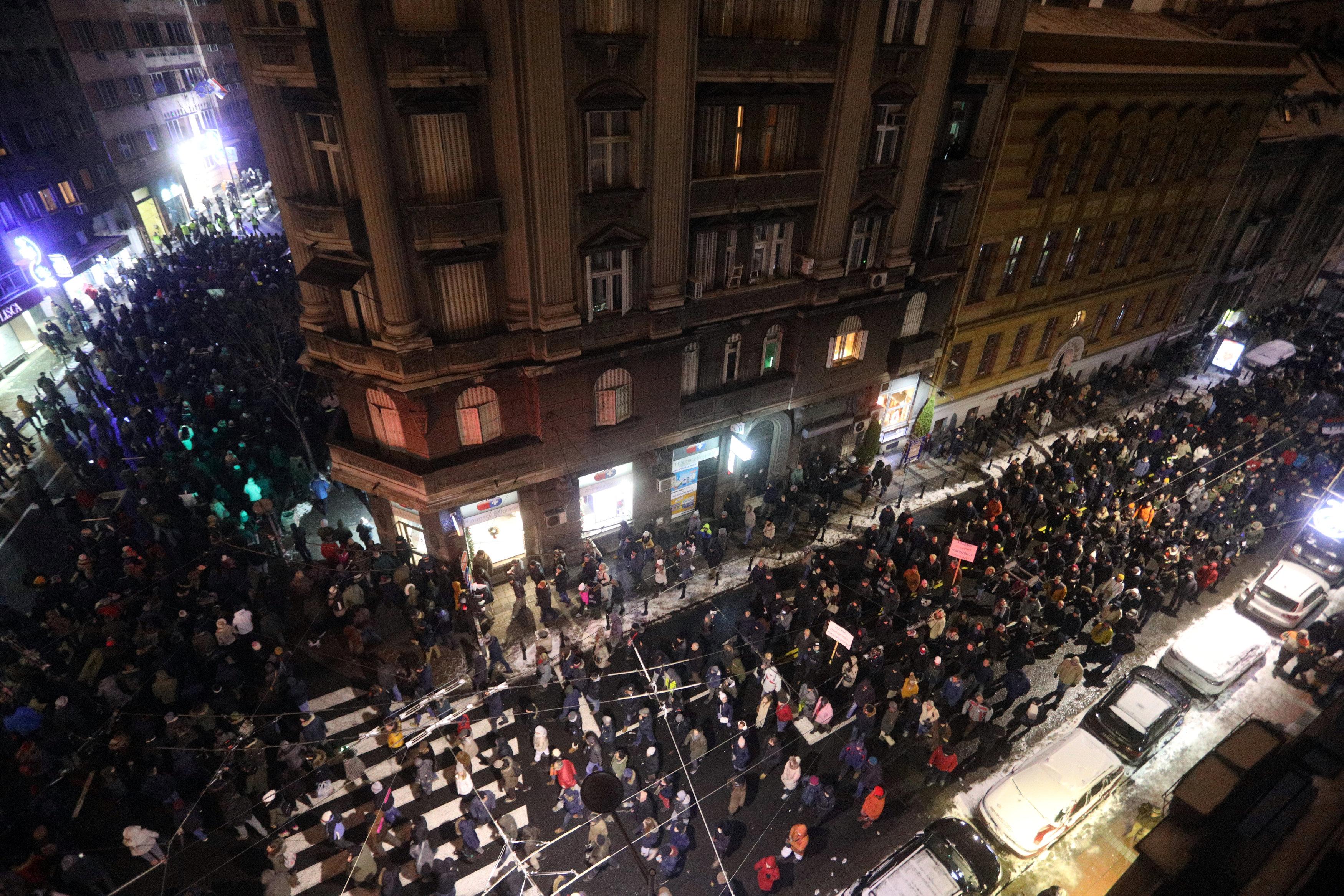 الاحتجاجات الحاشدة ضد الرئيس الصربى فى شوارع بلجراد (5)